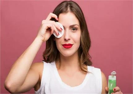 खुद बनाएं मेकअप सेटिंग स्प्रे, लंबे समय तक चेहरा दिखेगा फ्रेश