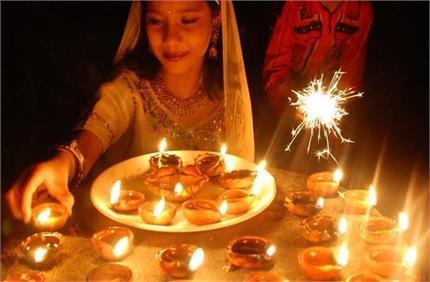 दिवाली पर इन 5 जगहों पर जलाएं दीपक, बरसेगी मां लक्ष्मी की कृपा