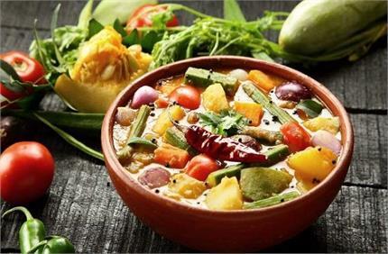 Annakut Recipe: भगवान श्रीकृष्ण को लगाएं अन्नकूट की सब्जी का भोग