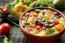 Annakut Recipe: भगवान श्रीकृष्ण को लगाएं अन्नकूट की सब्जी...
