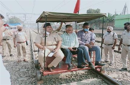 रेलवे ट्रैक चेकिंग दौरान बड़ा हादसा, ट्राली का पहिया टूटने से SSP व...