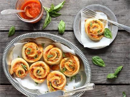Sunday Special: स्वाद के साथ सेहत से भरपूर यम्मी टोमैटो मोजरेला रोल्स