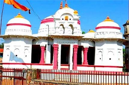 इस मंदिर में रंग बदलती है मां लक्ष्मी की प्रतिमा, दर्शन मात्र से पूरी...