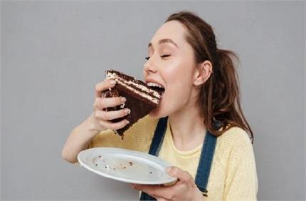 क्लासिक चॉकलेट केकः कैलोरी मेंटेन रखने के लिए यूं करें तैयार