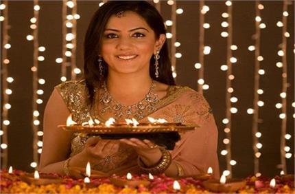 Diwali 2020: पार्लर जानें का नहीं है समय तो घरेलू फेसपैक से निखारे...