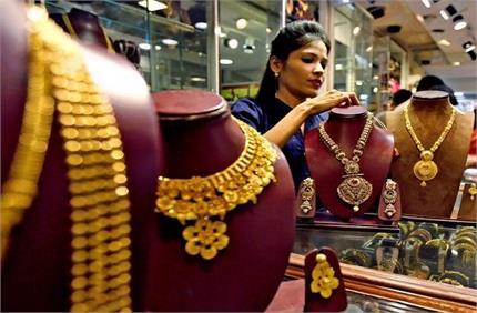 Gold Rate Today: सोना खरीदने जा रहे हैं तो पहले चेक कर लें रेट