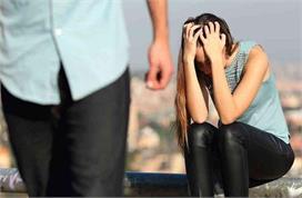 लड़कियों की ये 9 आदतें उन्हें पार्टनर से कर देती है दूर