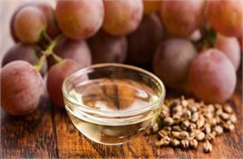 स्किन और बाल दोनों के लिए वरदान है Grape Seed Oil, लगाने से...