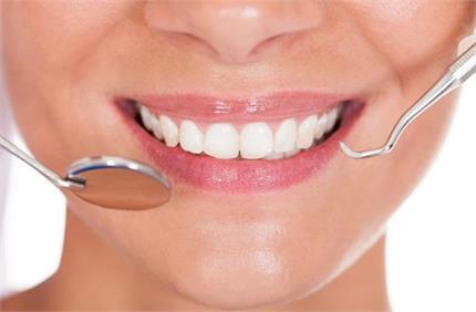 क्या आपके दांतों में हैं कैविटी की समस्या? इन तरीकों से करें दूर