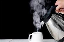 सावधान! अधिक मात्रा में गर्म पानी पीने से होते हैं 4 भारी...