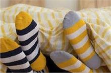 क्या आप भी मोजे पहनकर सोते हैं तो जान लें इसके फायदे और...