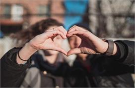 पति-पत्नी के रिश्ते को और भी मजबूत बनाएगी ये छोटी-छोटी आदतें