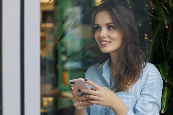 फोन की लत से पढ़ाई में कमजोर हो रहे छात्र, अकेलापन भी कर रहे महसूस