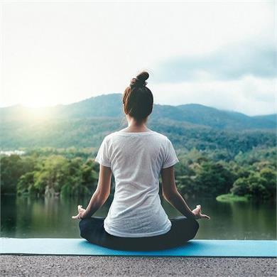 सुबह 1 घंटा जरुर करें योग, दिनभर फील करेंगे एक्टिव