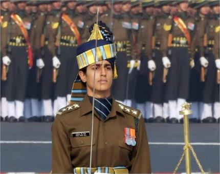मिसाल: इंडियन महिला आर्मी कैप्टन तानिया ने परेड में पुरुषों को किया...