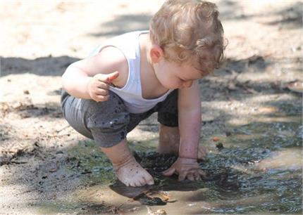 आपका बच्चा भी दिनभर खाता है मिट्टी? तो अपनाएं ये घरेलू नुस्खे