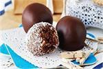 विंटर स्पेशल: चॉकलेट आलमंड रम बॉल्स