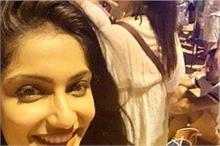 बोल्ड लुक में नजर आई अभिनेत्री इशिता, शेयर की तस्वीरें