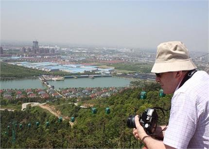 ऐसा गांव जहां का हर शख्स है करोड़पति, दुनिया भर से आते है पर्यटक