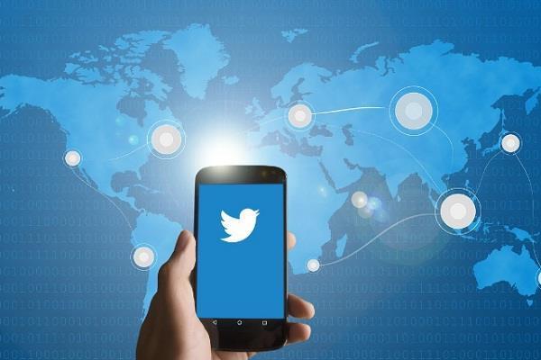 ट्विटर ने लॉन्च किया डायरैक्ट मैसेजिस के लिए Emoji रिएक्शन फीचर