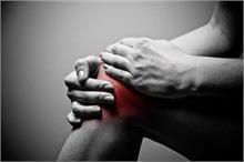 उम्र से पहले घुटनों में दर्द देगी आपकी ये गलतियां, गौर करिए...