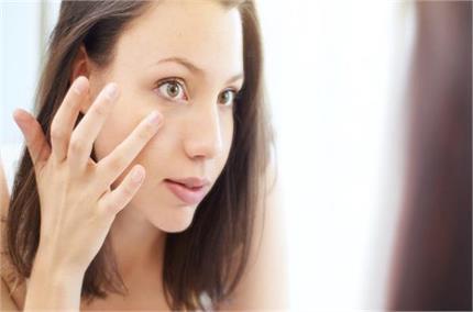 नींद नहीं, चेहरे पर सूजन की वजह हो सकती हैं ये बीमारियां