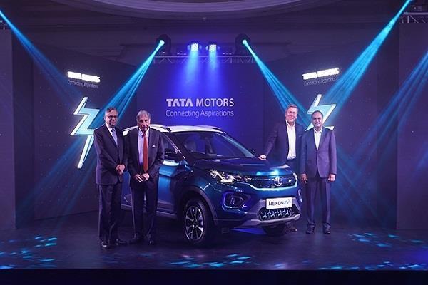 Tata Nexon EV 13.99 लाख रु में लॉन्च, 10 सेकंड में पकड़ लेगी 100 kmph की रफ्तार
