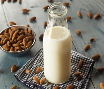 दूध में बादाम का तेल मिलाकर पीने के मिलेंगे अद्भुत फायदे