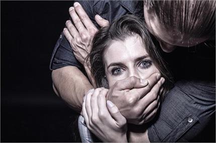 खुद को यूं निकालें Abusive Relationship से बाहर