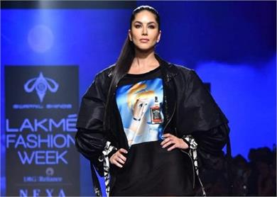 sunny leone was mesmerizing on second day of lfw 2020