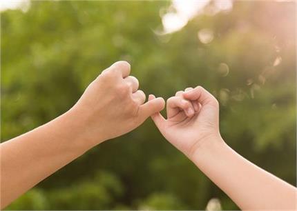 प्रोमिस डे के दिन पार्टनर से करें ये 7 वायदे रिश्ता बनेगा मजबूत