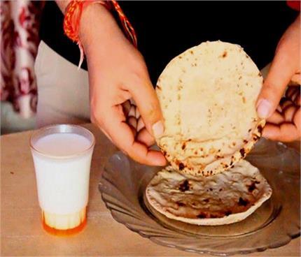 डायबिटीज के मरीजों के लिए फायदेमंद दूध में भिगी रोटी