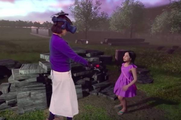 वर्चुअल रिऐलिटी तकनीक का कमाल, मां को दिखा दी उसकी मृत बेटी (देखें वीडियो)