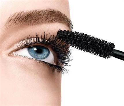 Makeup Hacks: सूख चुके मस्कारे को दें न्यू टच