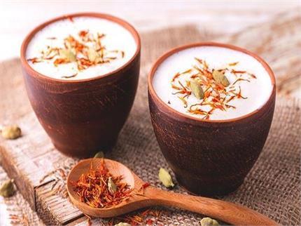 Shivaratri Special: घर पर बनाए शुद्ध ठंडाई