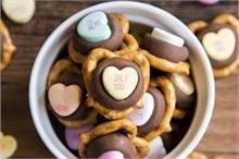 Promise Day : पार्टनर के लिए बनाएं मैसेज हार्ट चॉकलेट