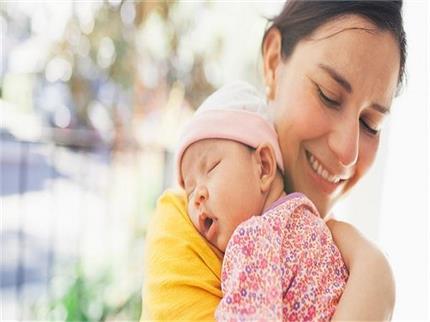 नवजात दूध पीते ही कर देता है उल्टी तो क्या करें मांएं?