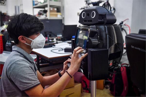 कोरोना वायरस से लड़ने में मदद कर रहे 'निंजा रोबॉट'