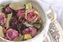 वास्तु: घर की खुशहाली और शांति के लिए न रखें सूखे फूल