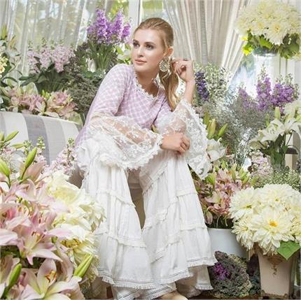 Fashion Diva: ऐसे स्टाइलिश कुर्ते जो वेस्टर्न आउटफिट को भी दे सकते है...