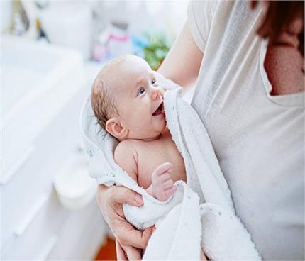 New Moms: नवजात को कोरोना से बचाना है तो याद रखें ये हिदायतें