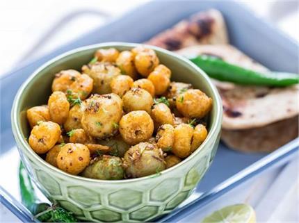 नवरात्रि व्रत में बनाकर खाएं आलू-मखाना सब्जी