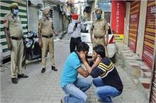 कोरोनो वायरस: लॉकडाउन का उल्लंघन किया तो पुलिस से खाने पड़...