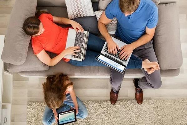 कोरोना वायरस: दूरसंचार संगठन ने की अपील, जिम्मेदारी से यूज़ करें इंटरनेट