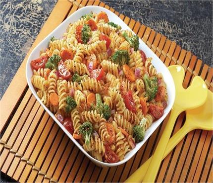 हैल्दी रहना है तो बनाकर खाएं कलरफुल पास्ता सैलेड