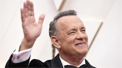 कोरोना को मात देकर वापिस घर लौटे Tom Hanks, पत्नि संग शेयर की तस्वीर