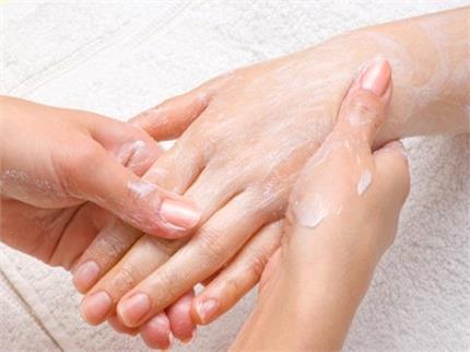 Corona Alert: साबुन से हुए ड्राई हाथों को घरेलू नुस्खों से करें सॉफ्ट