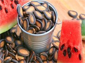 डायबिटीज व वजन को रखना है कंट्रोल तो यूं खाएं तरबूज के बीज