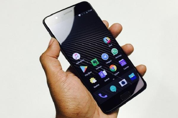 OnePlus स्मार्टफोन्स में क्रैश होने लगी Google App, यूजर्स की बढ़ी परेशानी