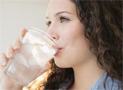 फ्रिज का ठंडा पानी पीने से हो सकते हैं ये भारी नुकसान